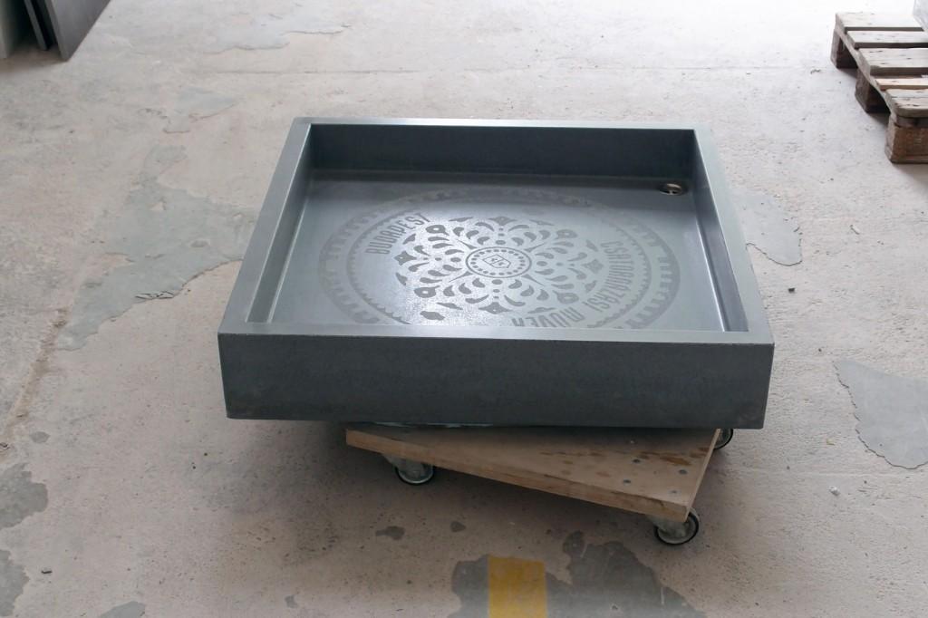 beton zuhanytálca